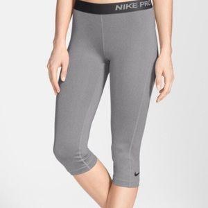 Crop Nike Pro Leggings